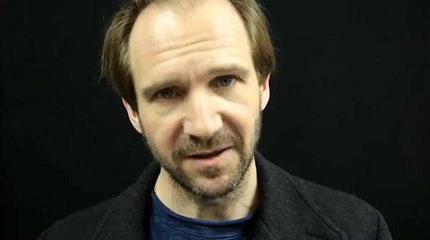 Ralph Fiennes w wideo-apelu do premiera Wielkiej Brytanii. - fot. Guardian /