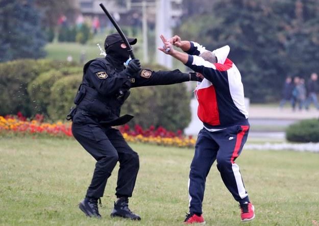 Raman Bandarenka zginął jesienią 2020, gdy przez Białoruś przetaczała się fala protestów przeciwko reżimowi Alaksandra Łukaszenki (zdjęcie zrobione w czasie protestu w Mińsku 11 października 2020) /Natalia Fedosenko /PAP/ITAR-TASS