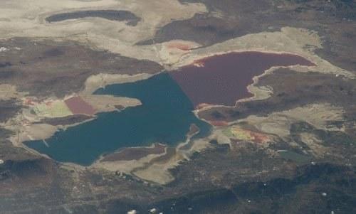 Ramię południowe Wielkiego Jeziora Słonego (po lewej) i północne (po prawej) /materiały prasowe