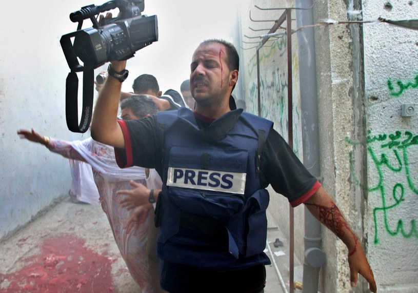 Ranny Bassam Masoud, dziennikarz agencji Reuters podczas pracy na terytorium Palestyny /AFP