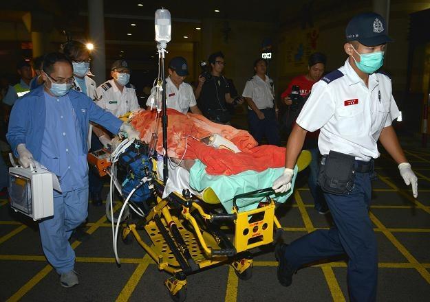 Ranny w kolizji promów w drodze do szpitala. Hongkong, 1 października 2012 /AFP