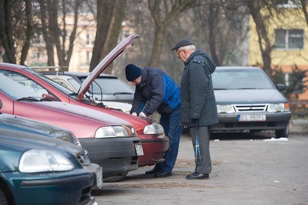 Rano czasem samochód nie chce zapalić... /PAP