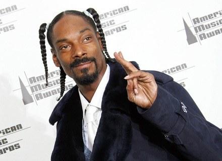 Raper Snoop Doggy Dog uwielbia warkoczyki i parę innych szkodliwych rzeczy... /AFP