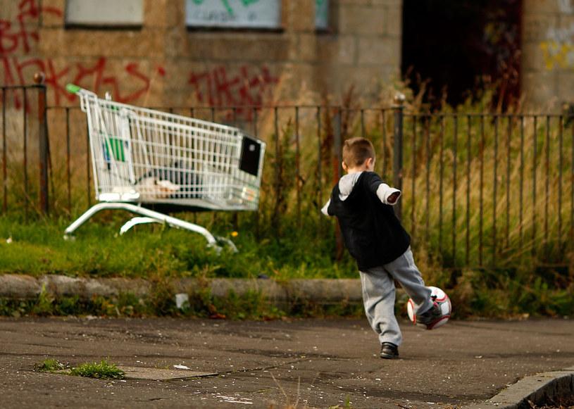"""Raport UNICEF """"Ubóstwo Dzieci"""" wykazał, że prawie 1,3 mln dzieci w Polsce jest pozbawionych dostępu do podstawowych dóbr niezbędnych do ich rozwoju /Jeff J Mitchell /Getty Images"""