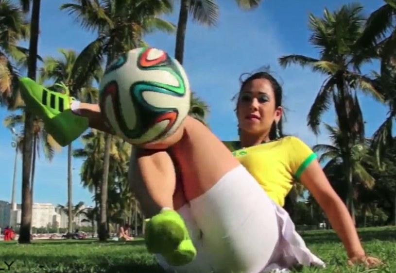 Raquel potrafi robić z piłką cuda! /INTERIA.PL