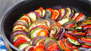 Ratatuj z pieczonej cukinii, bakłażana i pomidorów