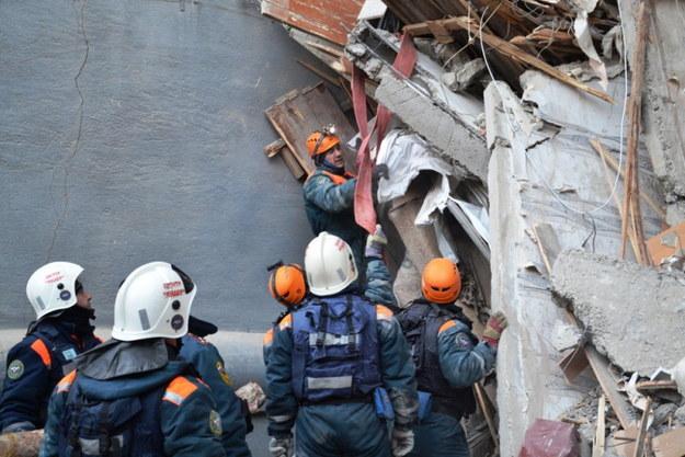 Ratownicy kontynuują poszukiwanie ofiar /EMERGENCY SITUATIONS MINISTRY HANDOUT /PAP/EPA