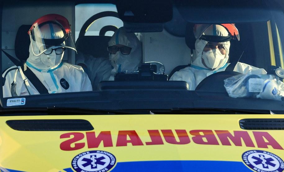 Ratownicy medyczni rozważają dołączenie do pielęgniarek /Wojtek Jargiło /PAP/EPA