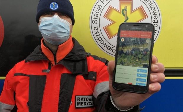 Ratownicy medyczni z Olsztyna dzięki specjalnej aplikacji mogą zdalnie otwierać szlabany i klatki schodowe