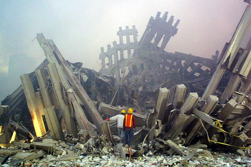 Ratownicy na miejscu zamachów z 11 września /AFP