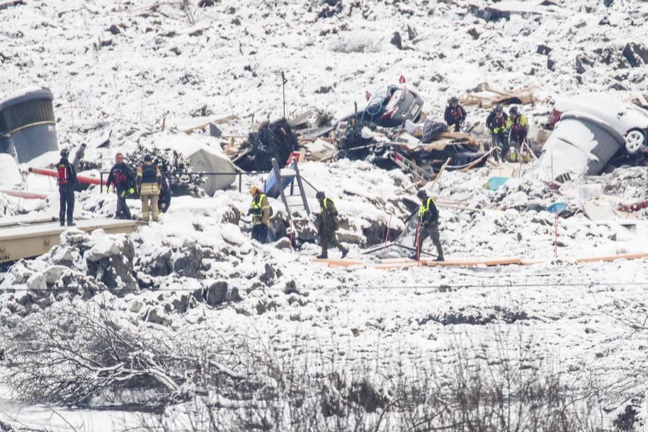Ratownicy przerywają poszukiwania w ruinach po uruchomieniu alarmu w obszarze dużego osuwiska ziemi w Ask, około 40 kilometrów na północ od Oslo /TERJE PEDERSEN /PAP/EPA