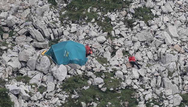 Ratownicy TOPR przed Jaskinią Wielką Śnieżną / Grzegorz Momot    /PAP