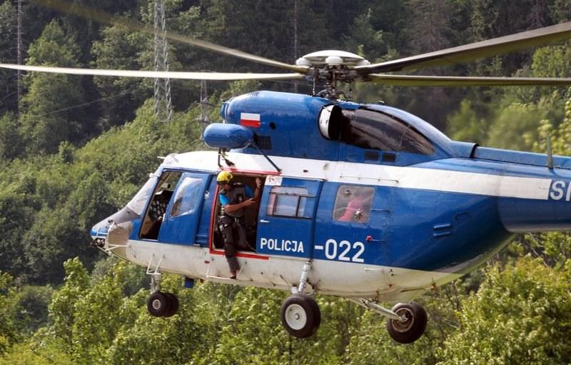 Ratownicy TOPR w trakcie akcji /Grzegorz Momot /PAP