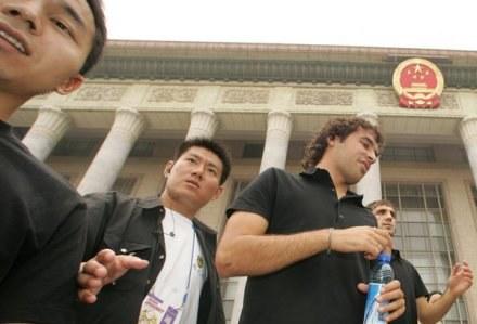 Raul Gonzalez ma w Chinach wielu fanów /AFP