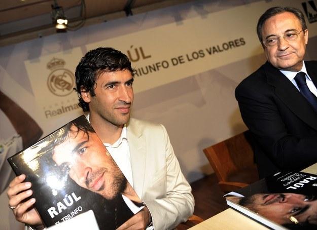 Raul Gonzalez (z lewej) i Florentino Perez /DOMINIQUE FAGET /AFP