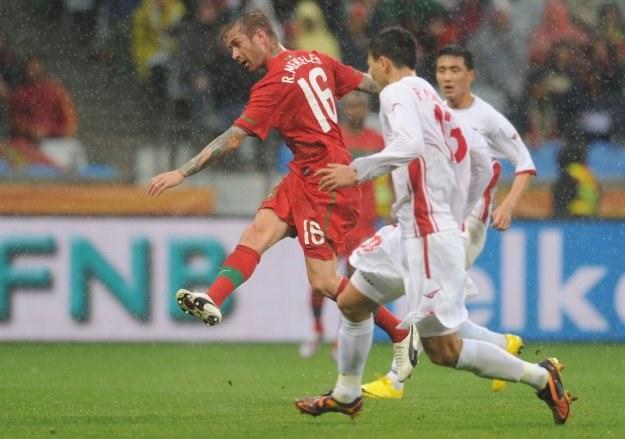 Raul Meireles zdobył pierwszego gola na mundialu w RPA dla Portugalii /AFP