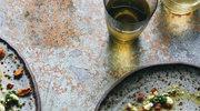 Ravioli z przypalonym porem, migdałami i serem feta