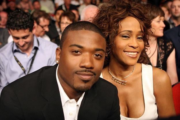 Ray J u boku Whitney Houston w 2008 roku fot. John Gichigi /Getty Images/Flash Press Media
