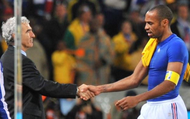 Raymond Domenech i Thierry Henry, jedni z największych przegranych MŚ w RPA /AFP