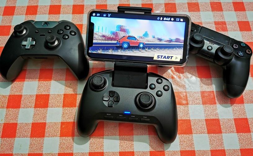 Razer Raiju Mobile, Xbox One Elite (po lewej) i Dualshock 4 (po prawej) /INTERIA.PL