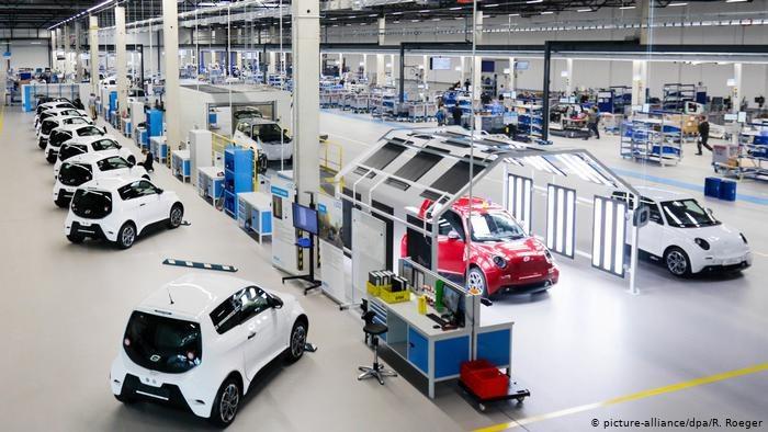 Rdzeń niemieckiego przemysłu - motoryzacja jest na krawędzi katastrofy. Stanęła produkcja i rozwój innowacji /Deutsche Welle