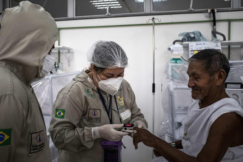Rdzenny mieszkanie Ameryki Południowej poddawany testowi na koronawirusa /RAPHAEL ALVES /PAP/EPA