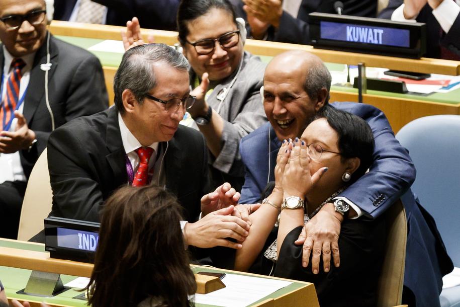 Reakcja delegacji Indonezji po wyborze kraju na niestałego członka RB ONZ /JUSTIN LANE /PAP/EPA