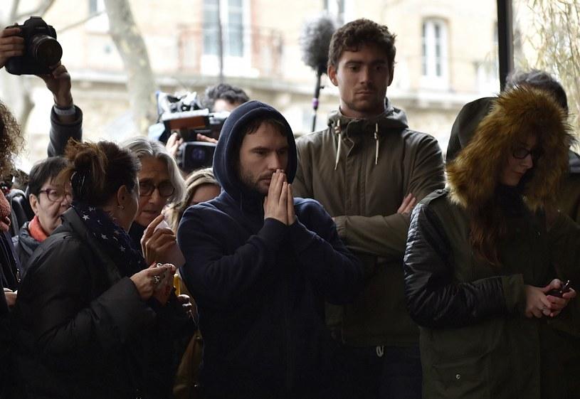 Reakcja ludzi po zamachach w Paryżu /AFP