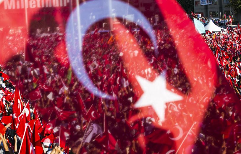 Reakcja tureckich władz na próbę zamachu stanu z 15 lipca spotkała się z krytyką w UE /GURCAN OZTURK /AFP