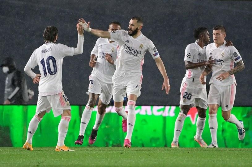 Real - Chelsea, Liga Mistrzów: Karim Benzema cieszy się z gola w Madrycie /AFP/JAVIER SORIANO /AFP