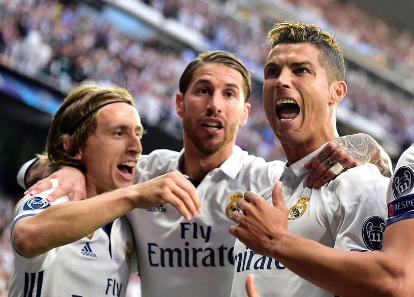Real ma tyle samo punktów, co Barcelona i jeden zaległy mecz /AFP