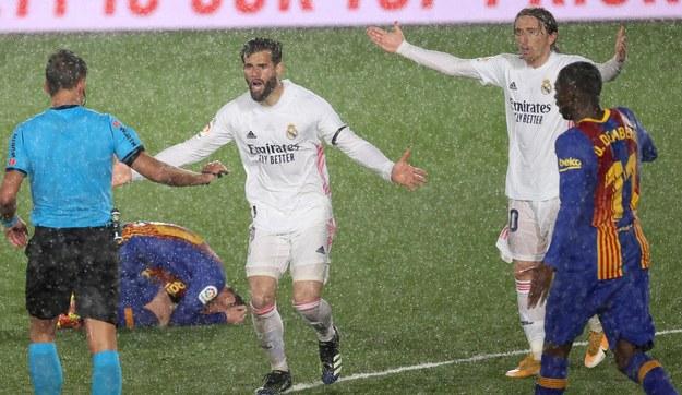 Real Madryt w sobotę pokonał Barcelonę 2:1 /JUANJO MARTIN /PAP/EPA
