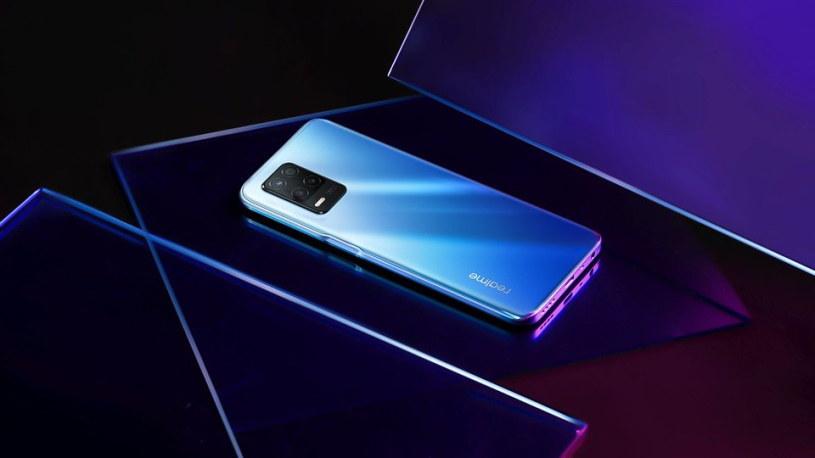 realme 8 5G to niedrogi smartfon korzystający z mocy sieci nowej generacji /materiały promocyjne
