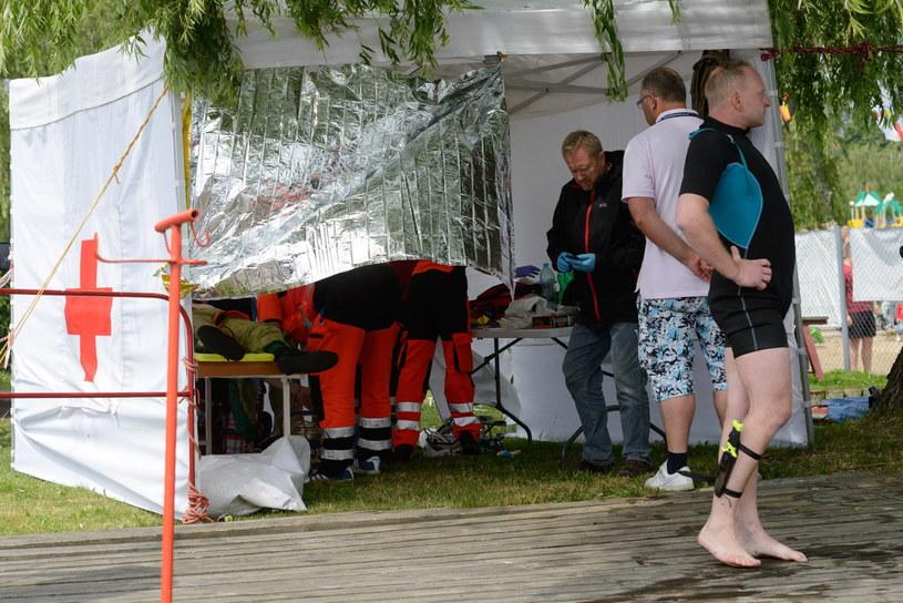 Reanimacja ciężko rannego Estończyka Raivo Peetsmana /Jakub Kaczmarczyk /PAP