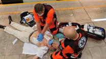 """Reanimacja na stacji metra. Tak można komuś uratować życie/ WSPRiTS """"Meditrans"""" SPZOZ w Warszawie"""