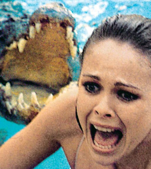 Rebecca Gilling jako śliczna Stephanie. W tle krokodyl, który miał ją uśmiercić /Tele Tydzień