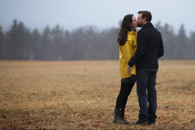 """Rebecca Hall i Jason Sudeikis w scenie z filmu """"Nie ma mowy!"""" /materiały prasowe"""