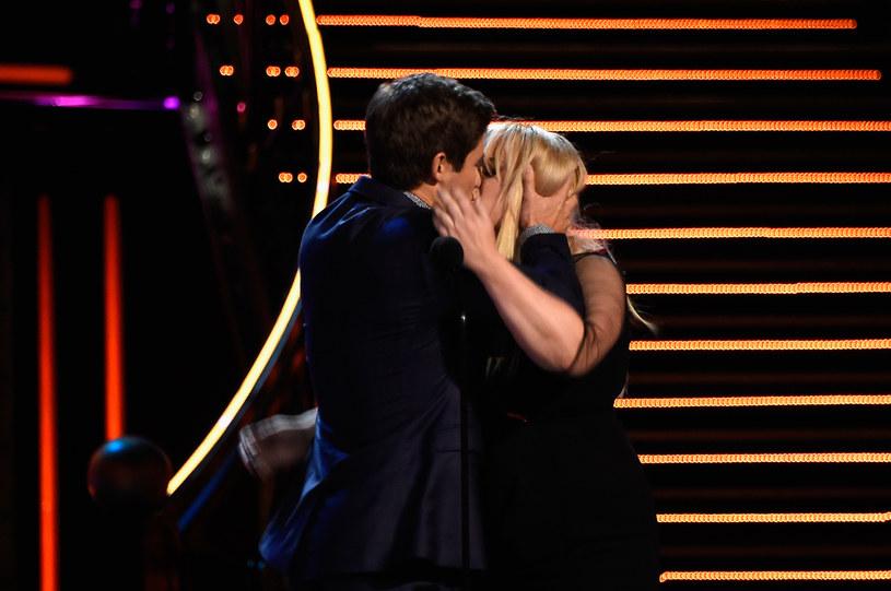 """Rebel Wilson i Adam Devin pokazują, jak powinien wyglądać """"najlepszy pocałunek"""" /Kevin Winter /Getty Images"""