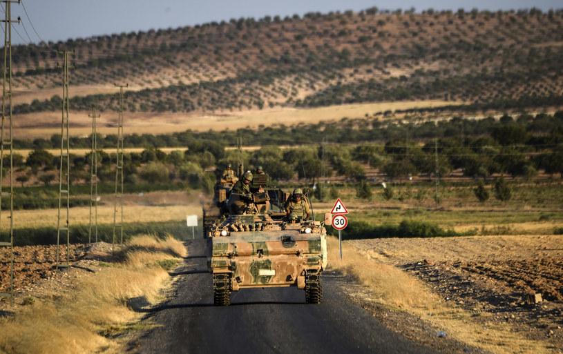 Rebelianci wspierani przez Turcję wyzwolili miejscowości w północnej Syrii /BULENT KILIC /AFP