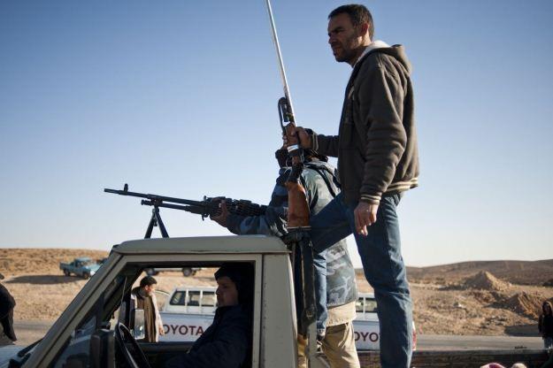 Rebelianci z Libii - cyberprzestępcy wykorzystują mające tam miejsce zdarzenia /AFP