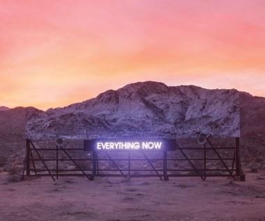 """Recenzja Arcade Fire """"Everything Now"""": Ogniu, tańcz ze mną"""