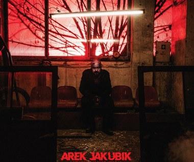 """Recenzja Arek Jakubik """"Szatan na Kabatach"""": Zakupy robi rano. Szatan. Zakupy w Żabce"""