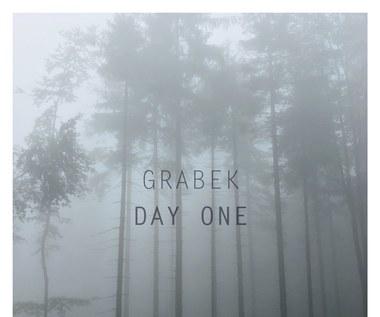 """Recenzja Grabek """"Day One"""": Dojrzała zmiana"""