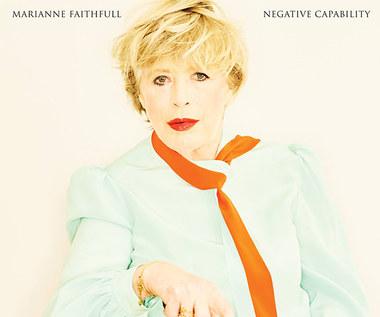 """Recenzja Marianne Faithfull """"Negative Capability"""": Jak w cyrku, Panie!"""