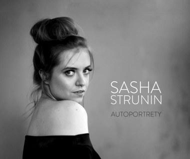 """Recenzja Sasha Strunin """"Autoportrety"""": Już nie słodka nastolatka"""