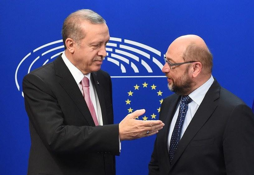 Recep Tayyip Erdogan (z lewej) i Martin Schulz /AFP