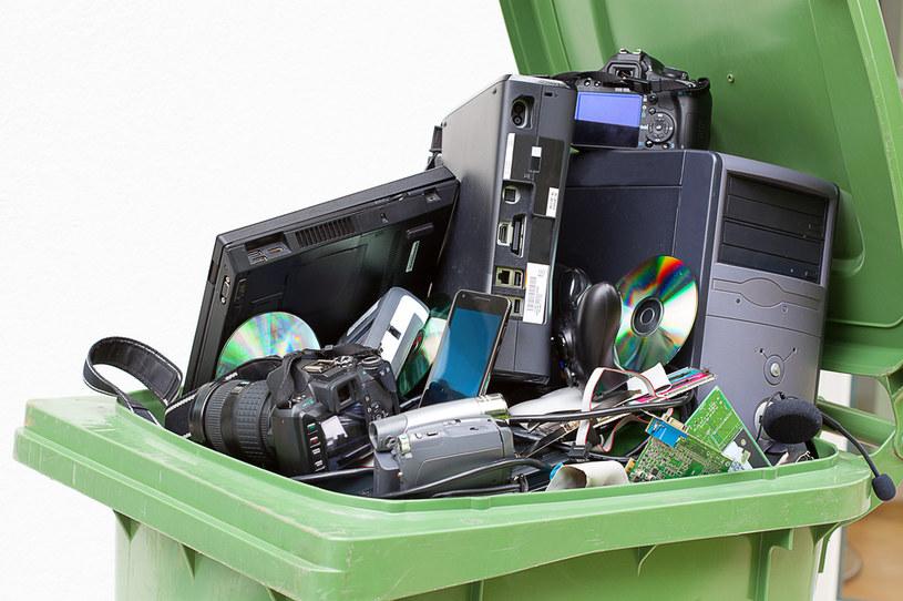 Recykling pozwala uniknąć grzywny /123RF/PICSEL
