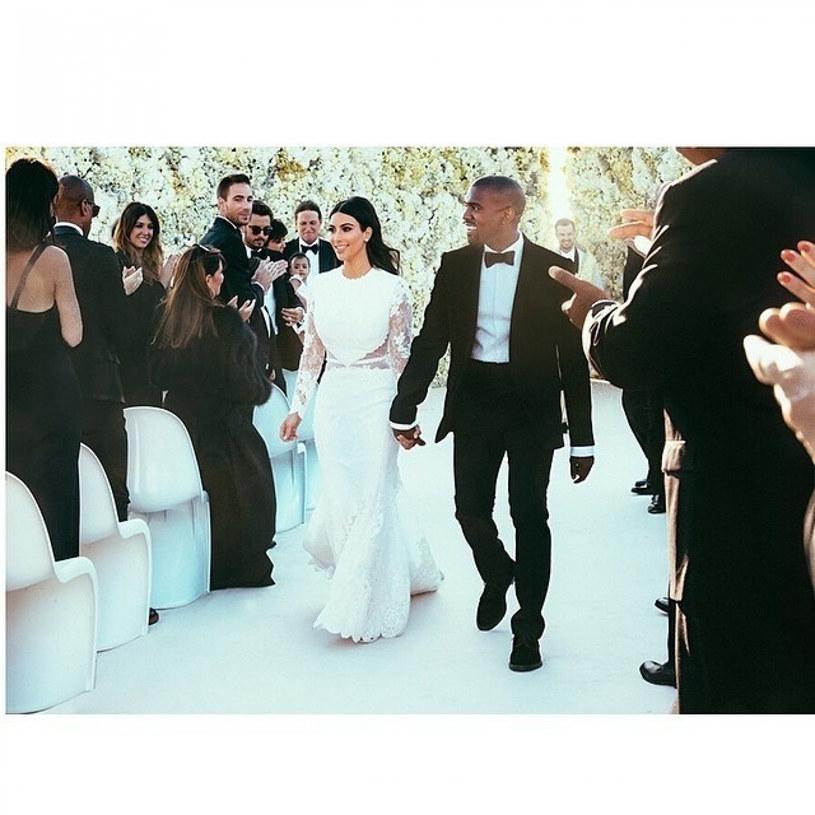 Ręcznie wyszywana suknia Kim Kardashian kosztowała ponad 2 miliony dolarów /East News