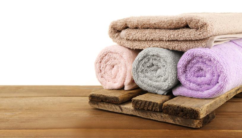 Ręczniki trzeba prac w temperaturze 60 st. Celsjusza /123RF/PICSEL