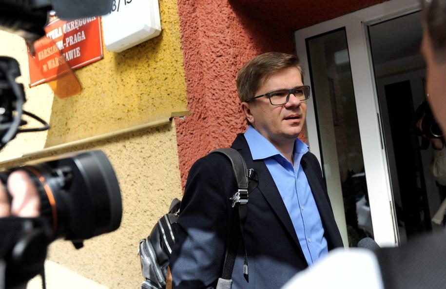 """Redaktor naczelny tygodnika """"Wprost"""" Sylwester Latkowski, przed wejściem do prokuratury /Bartłomiej Zborowski /PAP"""